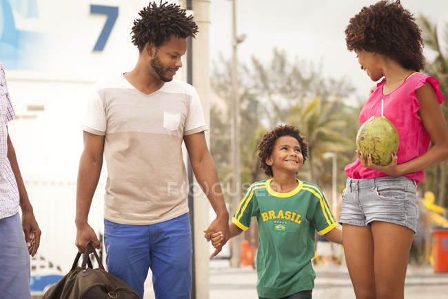 Grandfather and family strolling at Ipanema Beach, Rio De Janeiro, Brazil — Stock Photo