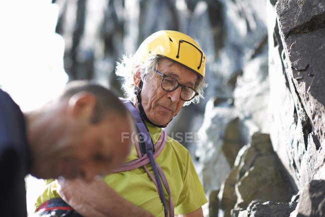 Rock climber wearing climbing helmet — Stock Photo