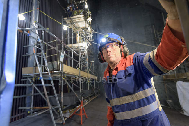 Engineer repairing furnace in gas-fired power station — Stock Photo