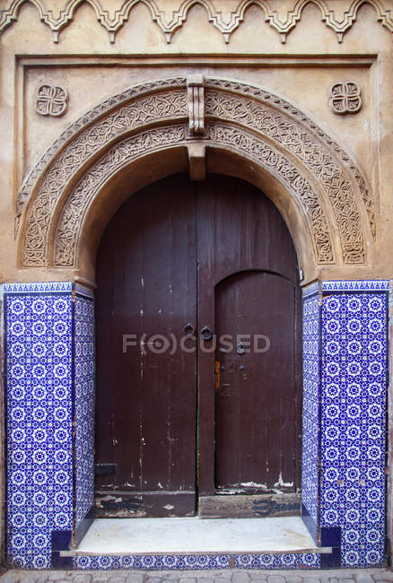 Ornate arched doorway with authentic tiles — Stock Photo