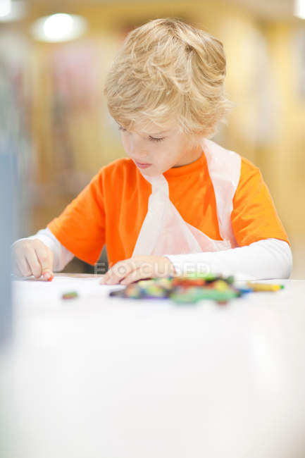 Portrait of boy concentrating on drawing — Stock Photo