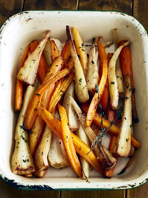 Top view of Tray of roasted carrots and parsnips — Stock Photo
