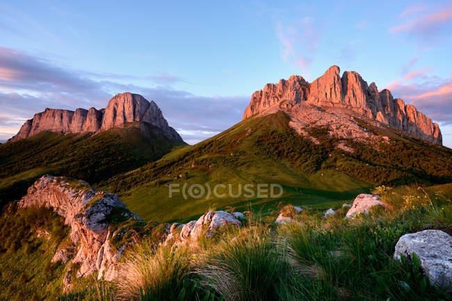 Кам'яна формація та Acheshboki гори, великий Thach природі парк, кавказьких гір, Республіка Адигея, Росія — стокове фото