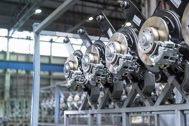 Dettaglio delle parti del veicolo nella fabbrica dell'automobile — Foto stock
