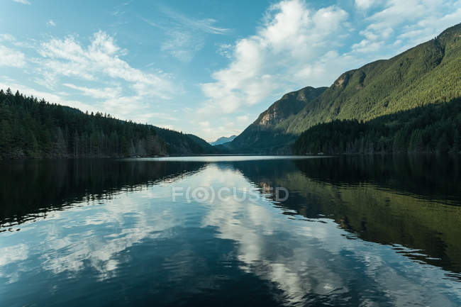 Scenic view of Buntzen Lake, British Columbia, Canada — Stock Photo