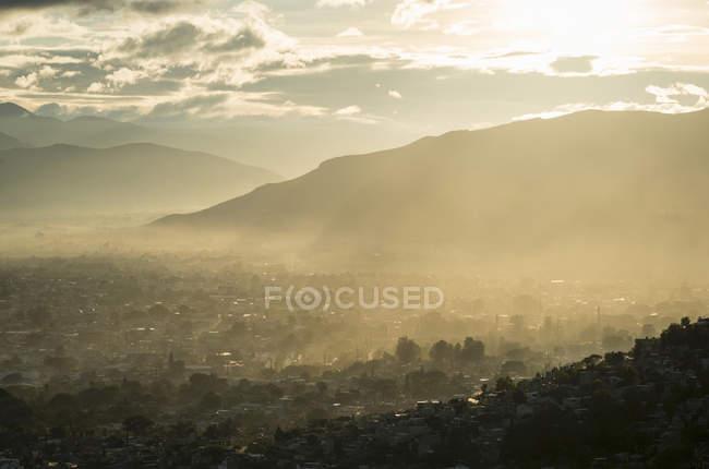 Переглянути над Монте Албан на світанку, Oaxaca, Мексика — стокове фото
