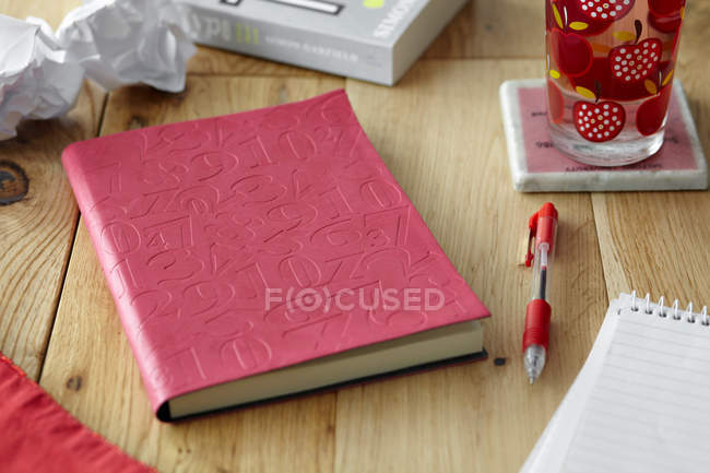 Table with books, pen and crumpled paper — Stock Photo