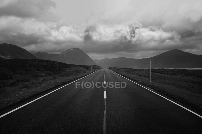 Straight road and mountains — Stock Photo