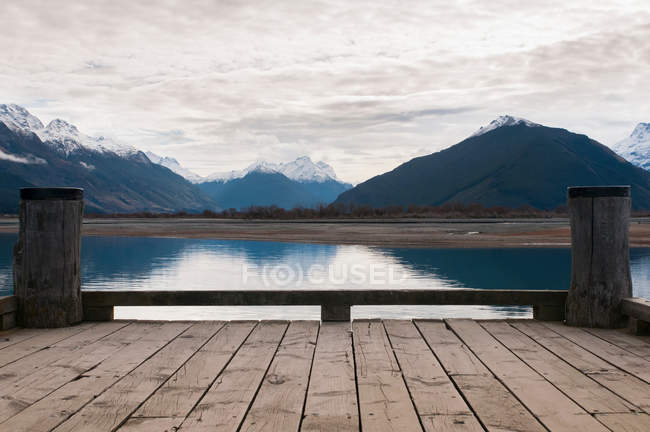Wooden dock on rural lake — Stock Photo