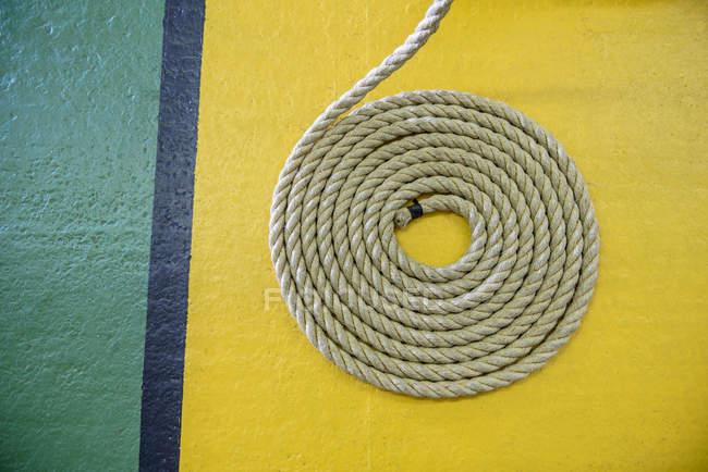 Гарячекатаний мотузку на поверсі Жовто-зелений — стокове фото