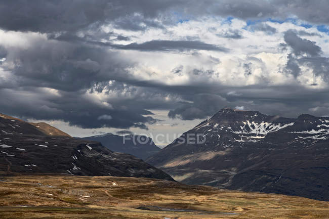 Rocky Mountains in ländlichen Landschaft — Stockfoto