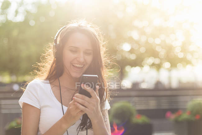 Young woman wearing headphones listening to music — Stock Photo