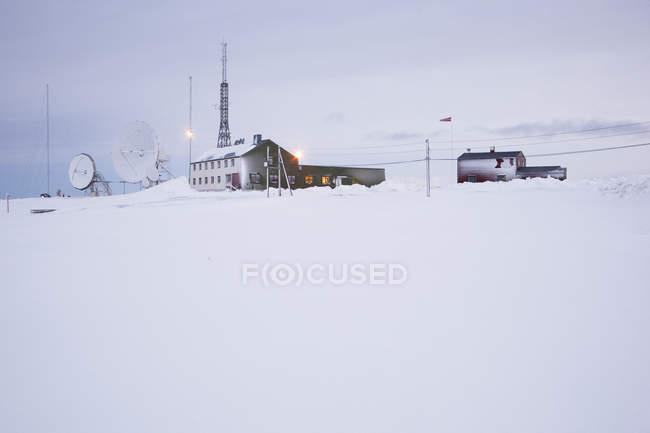 Vecchio edificio per le telecomunicazioni radio, Svalbard, Norvegia — Foto stock