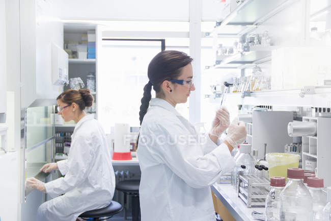 Biology students working in lab — Stock Photo