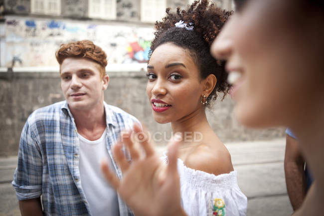 Group of friends walking along street together — Stock Photo