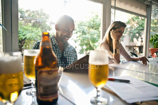 Man and woman having lunch at cafe — Stock Photo