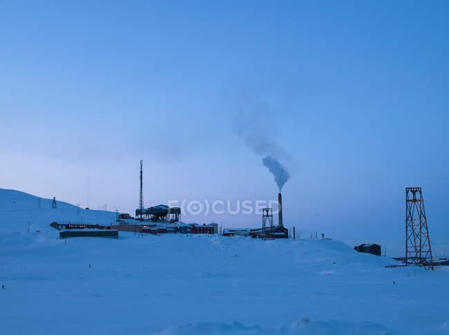 Mine and power station on outskirts of Longyearbyen — Stock Photo