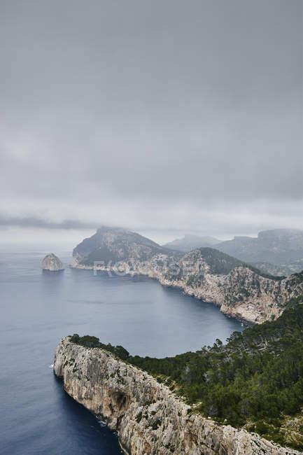 Vista elevata della costa e Cap de Formentor, Maiorca, Spagna — Foto stock