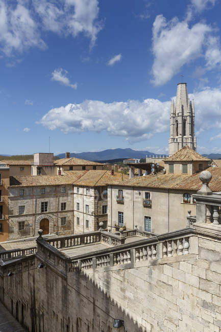 Cathedral stairs and Sant Felix church behind. Old quarter of Girona Town — Stock Photo
