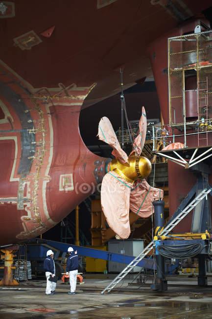 Деталь корабля на суднобудівному заводі, Goseong-Gun, Південна Корея — стокове фото
