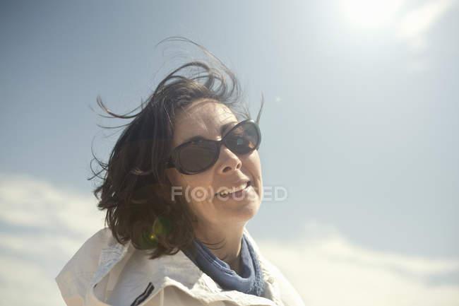 Porträt von Reife Frau Sonnenbrillen — Stockfoto