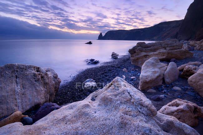 Formation rocheuse de Yashmoviy Beach près de Sébastopol, Crimée, Ukraine — Photo de stock