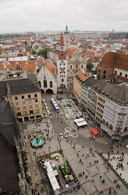 Luftaufnahme von Menschen am Marienplatz, München, Bayern, Deutschland — Stockfoto