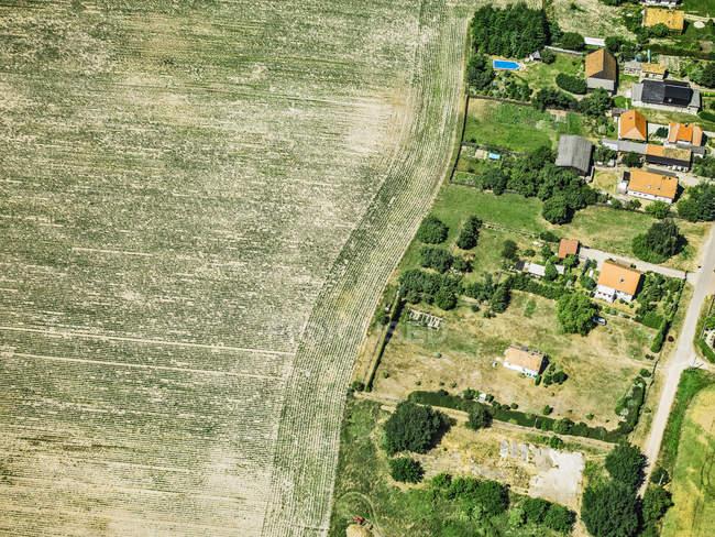 Paisagem rural com casas — Fotografia de Stock