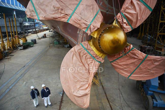 Деталь корабель у верфі, Goseong-gun, Південна Корея — стокове фото