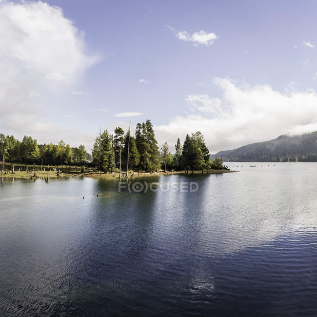 Landscape view of Comox Lake, Coutenay, Vancouver Island, British Columbia, Canada — Stock Photo