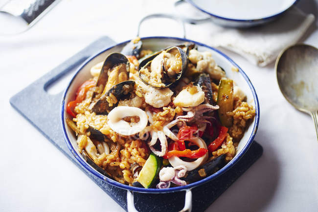 Bowl of seafood paella, close up shot — Stock Photo