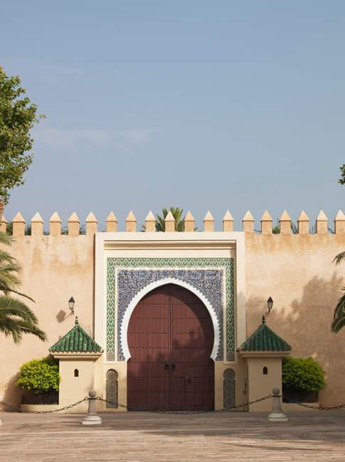 Vista del cancello d'ingresso al Palazzo reale di Fes, Marocco — Foto stock