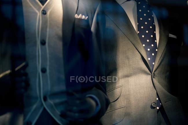 Image recadrée de deux hommes en costume, gros plan — Photo de stock