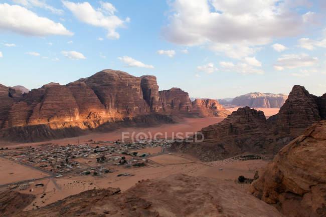 Town in desert valley — Stock Photo