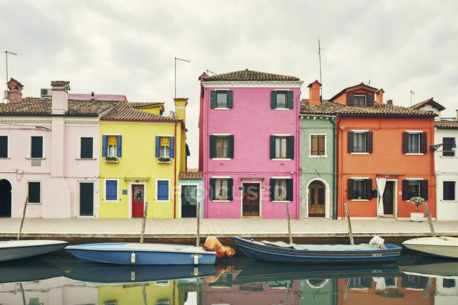 Traditional multi colored houses and moored boats on canal, Burano, Venice, Italy — Stock Photo