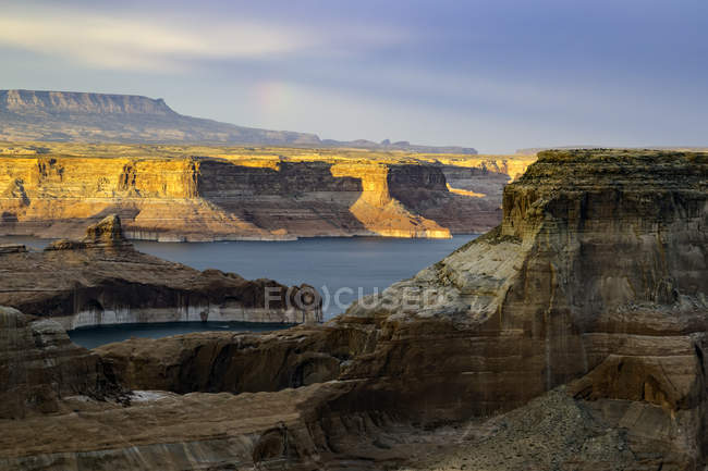 View of Lake Powell and canyons at sunset, Alstrom Point, Utah, USA — Stock Photo