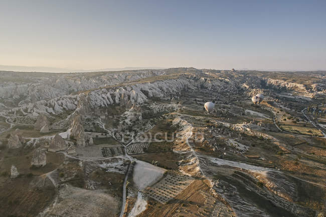 Далеких вид на повітряній кулі над ландшафтом, Каппадокії, Анатолії, Туреччина — стокове фото