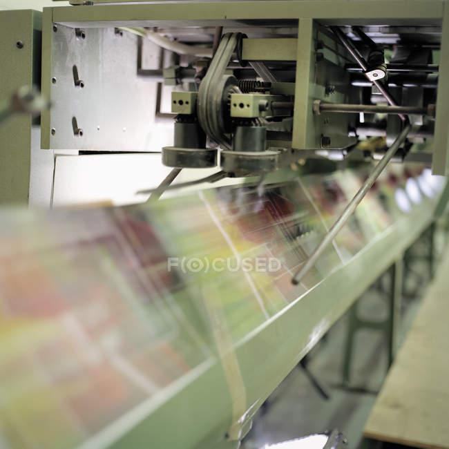 Bewegung verwischt Falzmaschine in printworks — Stockfoto