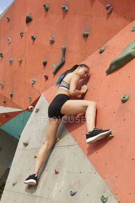 Woman on climbing wall — Stock Photo