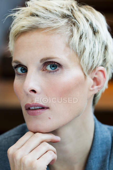 Close up of woman with serious face — Stock Photo