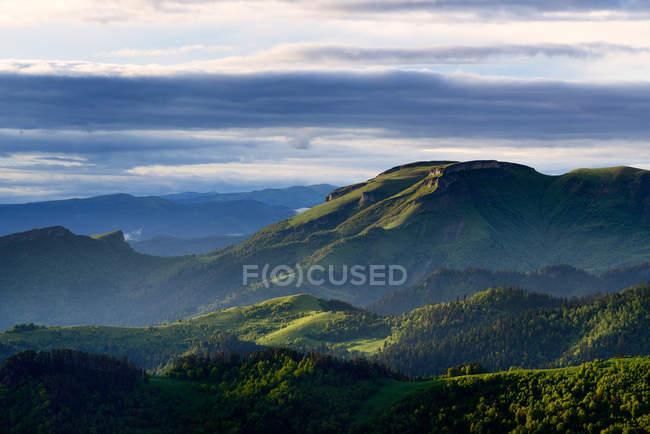 Bolshoy Thach Nature Park, Montanhas Caucasianas, República de Adygea, Rússia — Fotografia de Stock