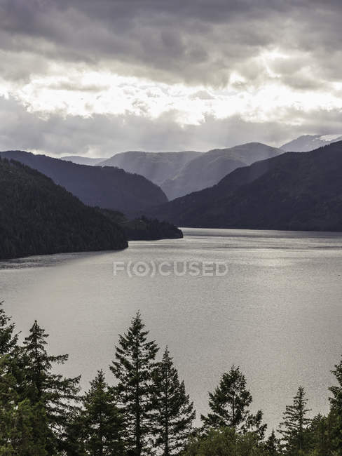 Sunbeams through clouds over Comox Lake, Coutenay, Vancouver Island, British Columbia, Canada — Stock Photo