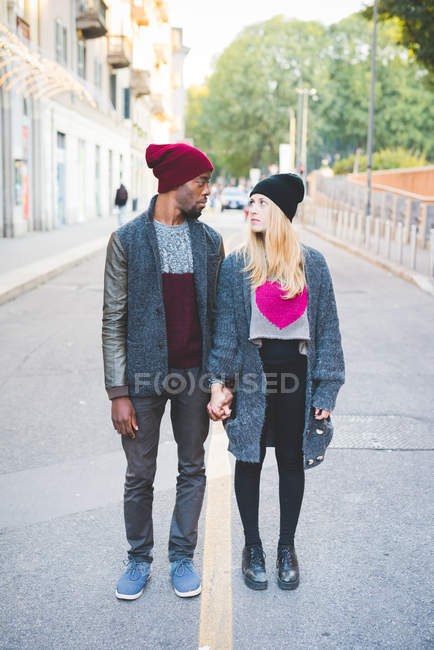 Couple face to face on street outdoors at daytime — Stock Photo