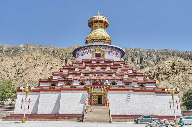 Scenic view of buddhism temple, qinghai province, China — Stock Photo