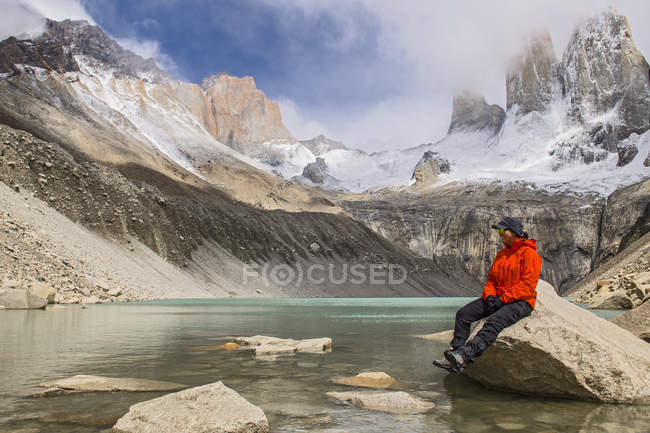 Female hiker at Torres del Paine National Park, Patagonia, Chile — Stock Photo
