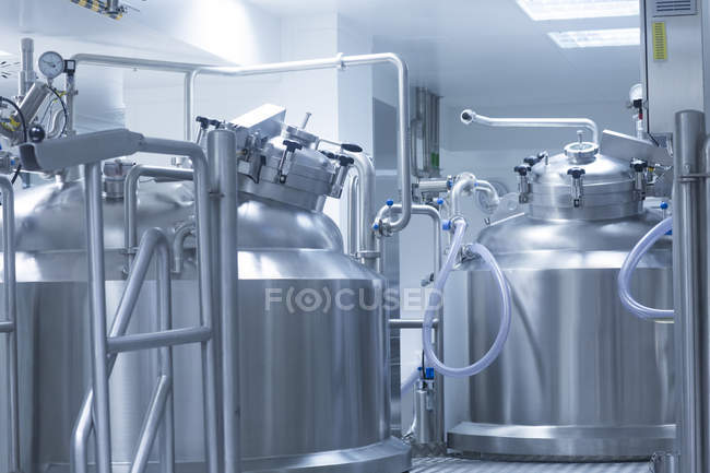 Closeup shot of room with silver medical manufacturing machinery — Stock Photo