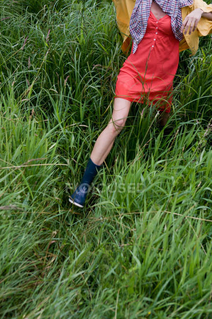 Woman walking in tall grass, cropped view — Stock Photo