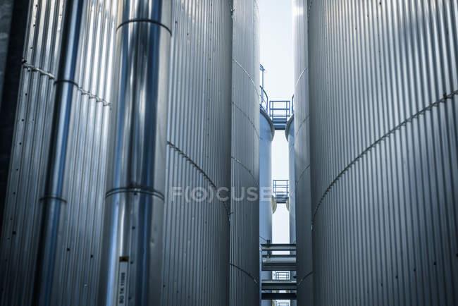 Réservoirs et tuyaux en Huiles, Anvers, Belgique, Europe — Photo de stock