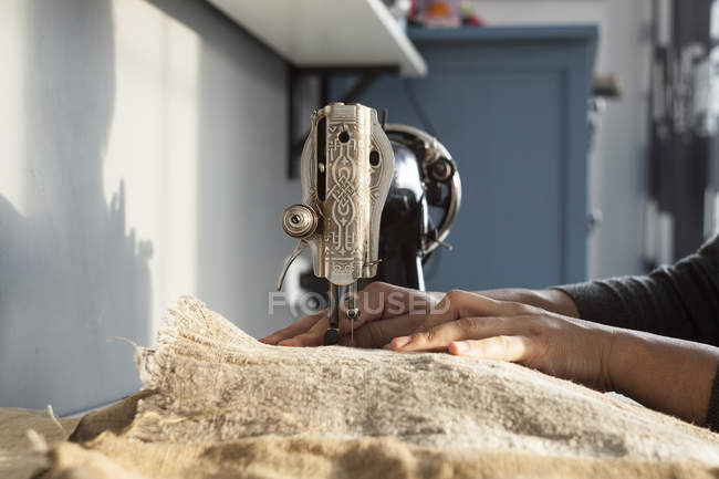 Close up of womans hands sewing textiles on vintage sewing machine — Stock Photo