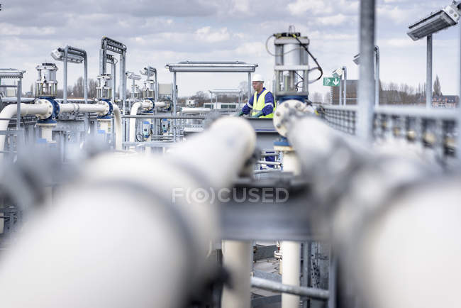 Worker on top of process plant in oil blending factory — Stock Photo